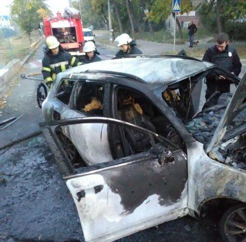 В Запорожье сгорела дорогая машина
